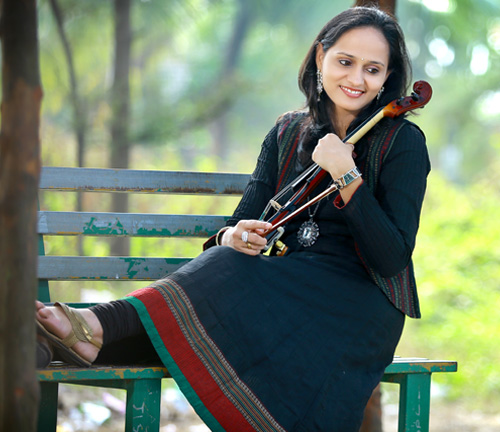 Roopa Revathi with Violin