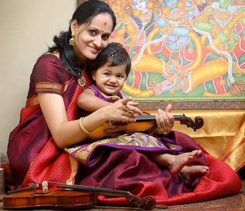 Roopa Revathi with daughter Sivaradhya